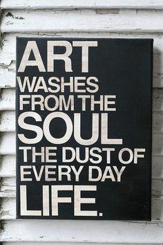 L'art nettoie de notre âme la poussière de la vie de tous les jours.