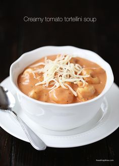 This creamy tomato tortellini soup on iheartnaptime.net looks delicious! It only takes 10 minutes to make! #recipes