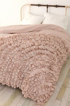 Learn to ruffle. Buy cheap duvet cover, second hand sheets and ruffle up some bedding!