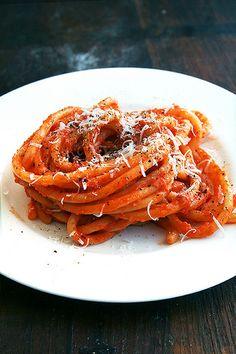 sea creatures, pasta recipes, sauce recipes, tomato sauce, roast tomato, plate, butter roast, butterroast, weeknight dinners