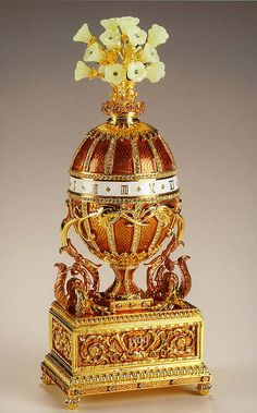 1899 Madonna lily Egg (another name - Bouquet of Lilies Clock)  Gift: Tsar Nicholas II, to Tsarina Alexandra.  Owner: the Kremlin Armoury Museum, Moscow