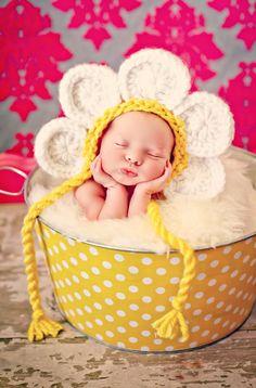 Newborn Baby Girl Photo Prop Daisy Hat. via Etsy. (MitzlKnitz)