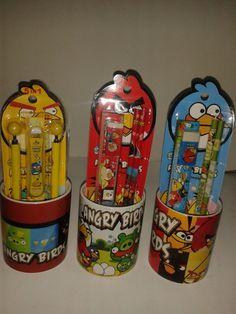 Arma un Kit escolar en mugs de los Angry Bird. #DecoracionFiestas #FiestasInfantiles.