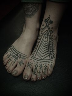 This henna tattos can make your look more folk henna patterns, henna designs, feet tattoos, guy le, tattoo artists, couple tattoos, henna tattoo, le tatooer, ink