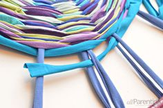 How to make a hula hoop rag rug.  #DIY I might use something other than old t-shirts...maybe...