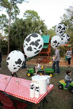 Farm birthday - cute pig & sheep cakes, cow balloons, piggy party hats, lemonade in an old-fashioned bucket