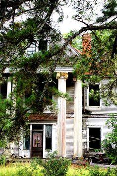 old creepy antebellum mansion