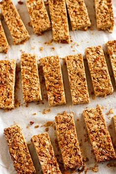 Homemade Granola Bars -- these crunchy homemade granola bars are a tasty and healthy snack, customize the dried fruits and nuts! Plus 4 more fab after school snacks...