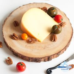 From mild to sharp, and nutty to creamy cheeses, learn how to build at the perfect cheese plate appetizer with these 5 pairing ideas. #DIY #food