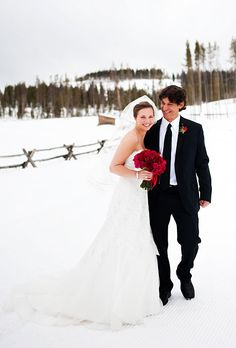 """""""We wanted pictures in the snow,"""" says Lyndsey. """"Luckily, it was a gorgeous day!"""" Photo: Brinton Studios."""
