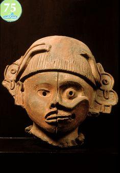 Máscara de la dualidad Zapoteca Clásico tardío (600-900 D.C.) Soyaltepec, Estado de Oaxaca Arcilla 37.7 x 32.8 cm. Museo Nacional de Antropología, Ciudad de México. Foto © Jorge Pérez de Lara