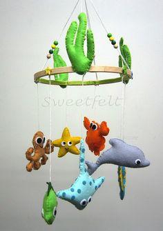 ♥♥♥ Começando a semana com mais um móbile do mar ... by sweetfelt \ ideias em feltro, via Flickr