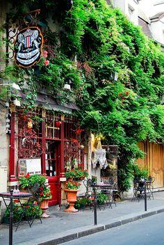 Au Vieux Paris d'Arcole | Rue Chanoinesse, Paris, Ile de la Cite.
