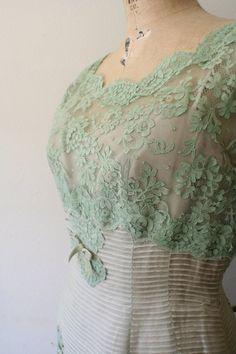 mint lace - vintage