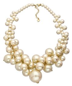 A Pearl Affair White and Gold Cluster Necklace - Max & Chloe | Ador