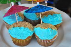 Beach-themed party cupcakes