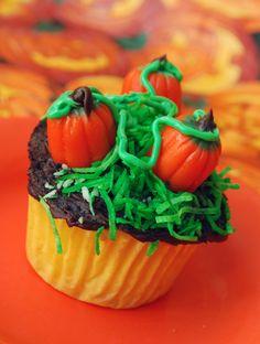 Halloween Cupcake Decorating 101   Family SpiceFamily Spice
