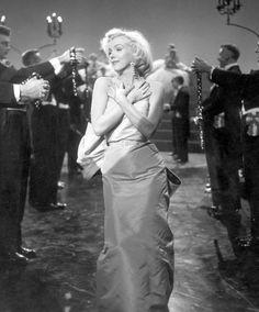 gentlemen prefer, marilyn monroe, friends, diamonds, blondes, 1953 film, beauti, prefer blond, 1953 gentlemen