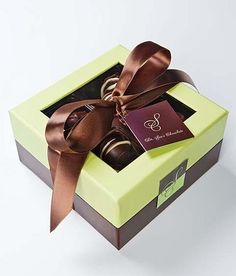 Dr. Sue's Chocolate & Gourmet Candy in Irving, TX features our Pistachio & Chocolate gourmet presentation box.  http://www.nashvillewraps.com/pages/candy_packaging/ShowPage.ww?Page=candy