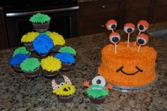 Monster cake with cakepop eyes