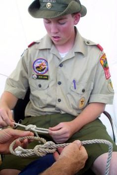 Scouting Games for Tying Knots