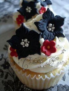 Black & White + Red Cupcakes II by Cups 'n' Cakes by Hanita, via Flickr