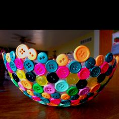 Button Bowl! Glue buttons to balloon, let dry. Mod Podge. Let dry. Pop balloon!
