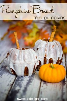 Pumpkin bread mini pumpkins at sweetcsdesigns.com - these are TOO cute and SO easy to make! #pumpkinbread #halloween #pumpkin