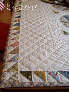 ~ camelot quilt by lizzie_broderie ~ via Flickr