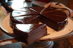 Polka Dots and Pizza: Flourless Chocolate Torte w. Chocolate ganache