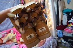 bow uggs. ♡