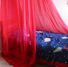 meggipeg: Simple bed canopy tutorial with 'no sew' option