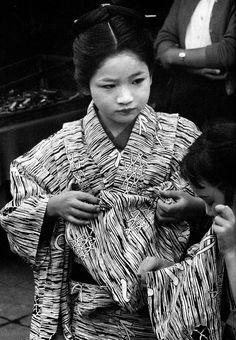 Asakusa, Tokyo, 1956 by Ken Domon