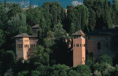 A zoom-in on the royal palace of the Alhambra in Granada