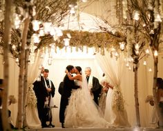 from @bellafloraofdallas www.themodernjewishwedding.com