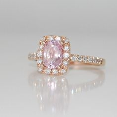 Peach champagne sapphire with rose gold. Very delicate <3