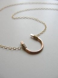 (rose gold)  HORSESHOE brings good luck!