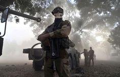 Un militaire français arborant un masque de tête de mort à Niono, au Mali, le 20 janvier 2013