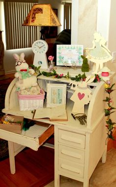 Great ideas for an Alice in Wonderland themed party!