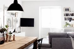 love that table- and with black simple chairs