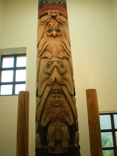 The Indianapolis Totem Pole, The Eiteljorg  Museum of American Indians and Western Art, Indianapolis, Indiana by hanneorla, via Flickr