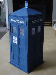 Instructional page on how to create a tardis out of cereal boxes.