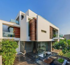 The Overhang #House | #Architects: DADA & Partners #Architecture | Location: New Delhi, India | © Ranjan Sharma | #Modern #luxury #home with great use of differing materials for an extremely attractive #exterior #facade