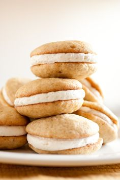 Banana Bread Whoopie Pies with Fluffy Vanilla Bean Frosting. LOVE these!