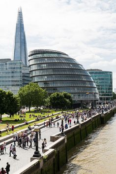 London South Bank Walk, Potter's Field Park, London City Hall & the Shard (background) near Tower Bridge  http://en.wikivoyage.org/wiki/London/South_Bank