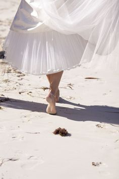 bride barefoot on the beach, from style me pretty