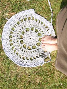 DIY: crochet rug