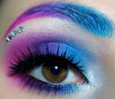 Розовый макияж карих глаз