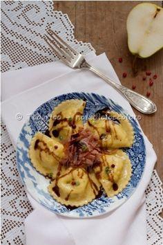 Ravioli di pere con speck e aceto balsamico