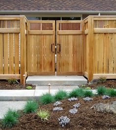 great fencing...nice touch adding the copper pipe at the top...and the thicker horizontals add extra stability over time..